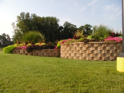 retaining walls with landscaping